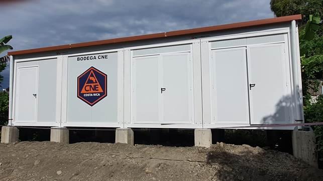 Imagen que contiene pasto, exterior, edificio, camioneta  Descripción generada automáticamente